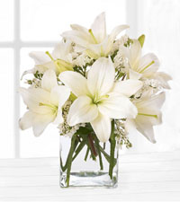 FTD's Lush Lily Bouquet