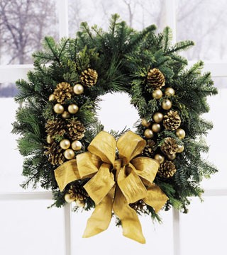 FTD's Holiday Gold Wreath